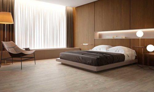 Lazarc - Rústico e elegante  Com rusticidade elegante, representada por finas rachaduras e nós, o piso vinílico tem tonalidade cinza rosada e torna qualquer ambiente muito mais aconchegante.